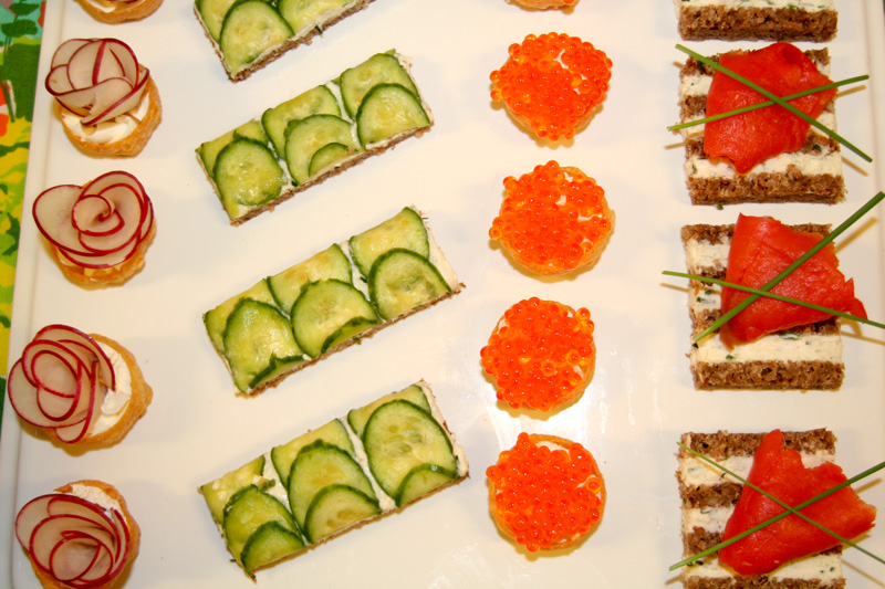 Mad men party menu roquefort canapes bakin 39 bit for Canape bases ideas