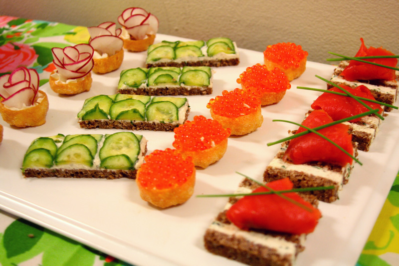 Mad men party menu roquefort canapes bakin 39 bit for Canape party ideas