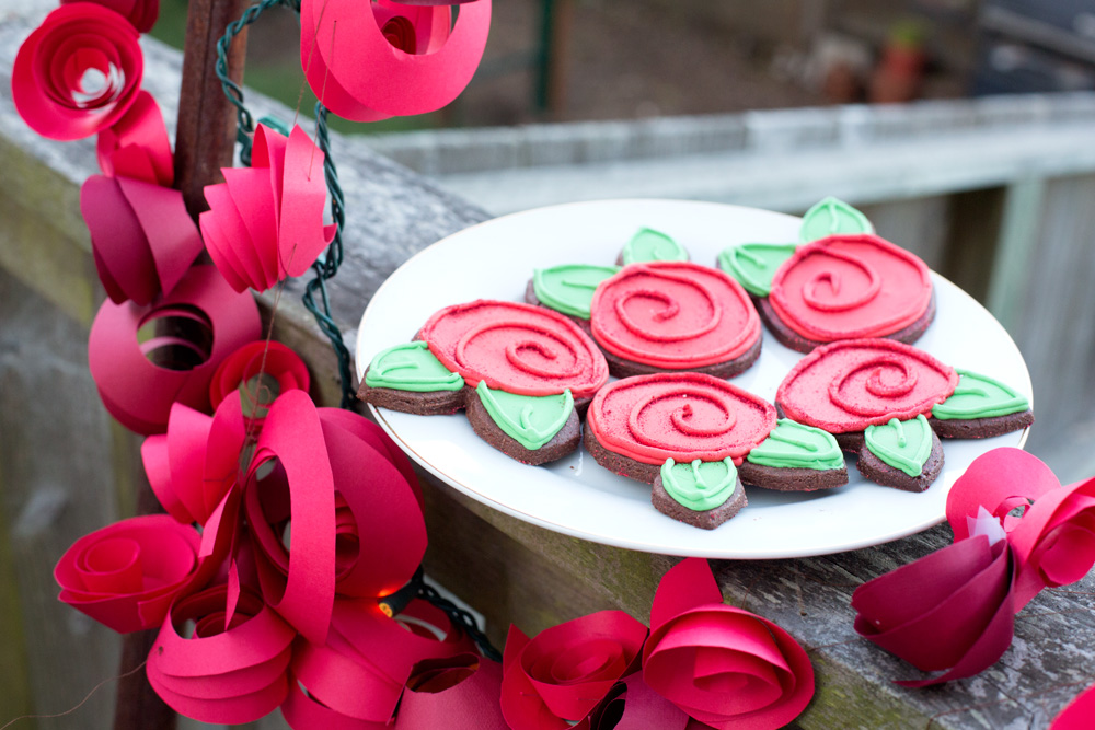rose cookies and garland
