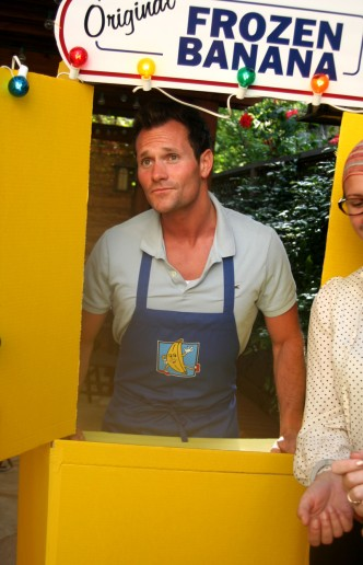 Build Your Own Bluth Banana Stand Photobooth